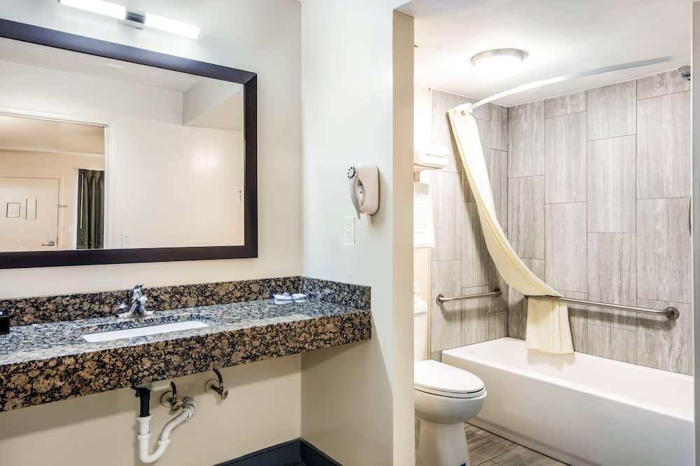 Room, 1 Double Bed, Accessible, Non Smoking - Bathroom