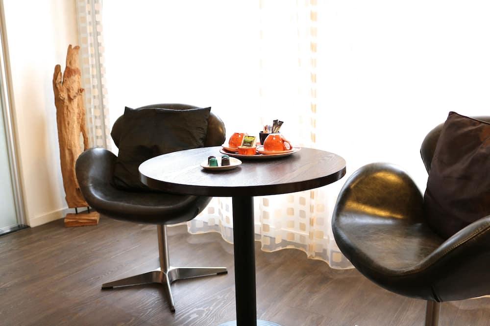 Superior-Doppelzimmer - Essbereich im Zimmer