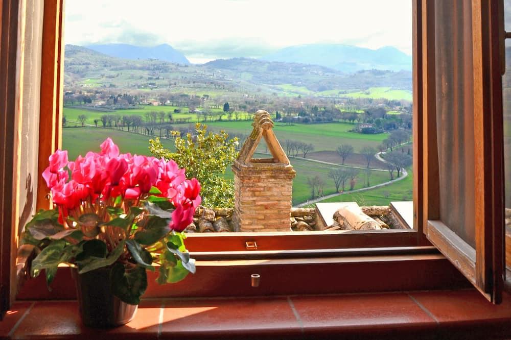 Soukromý byt s panoramatickým výhledem, výhled do údolí - Výhled zpokoje