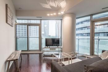 Image de AOC Suites - Two Bedroom Condo - City/CN Tower View à Toronto