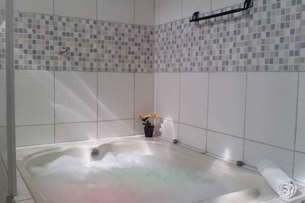 Executive-Chalet, 1 Schlafzimmer, Whirlpool, zum Innenhof hin - Privater Whirlpool