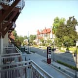 Kamar Standar, 1 Tempat Tidur King, balkon, pemandangan kota - Tampilan Jalan