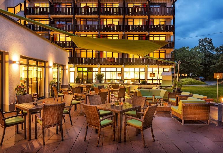 約翰尼斯貝德科尼格斯港口飯店, 巴德菲辛格, 舒適雙人房, 陽台, 花園景觀, 室外用餐