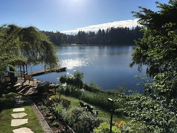 Picture of Cottage Lake Bed and Breakfast in Woodinville
