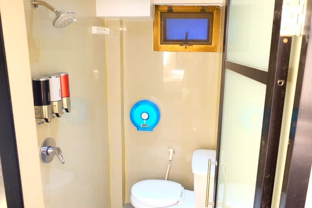 Familienzimmer, 2Doppelbetten - Badezimmer