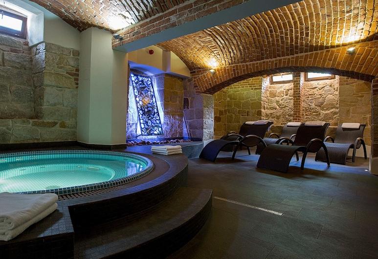 بالاك بولانكا, كروسنو, حمام سباحة
