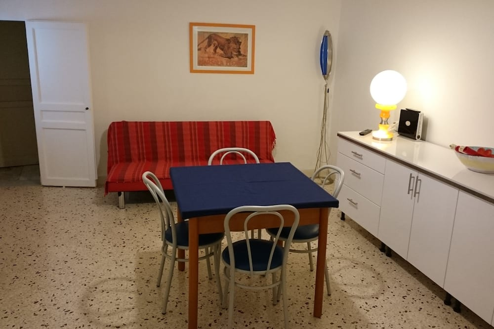 Superior Apartment, 3 Bedrooms, Balcony - In-Room Dining
