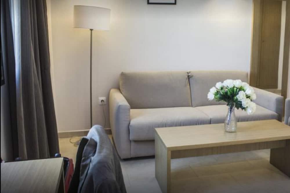 Klasikinio tipo kambarys, 1 standartinė dvigulė lova, vaizdas į jūrą - Svetainės zona