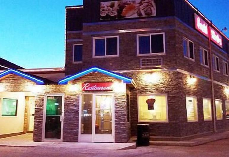 Queen Bee Hotel, Winnipeg, Hotel Front – Evening/Night