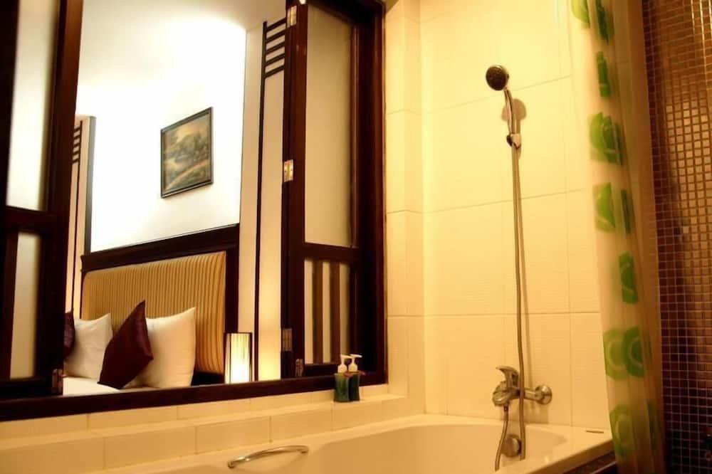 Deluxe Room - Deep Soaking Bathtub