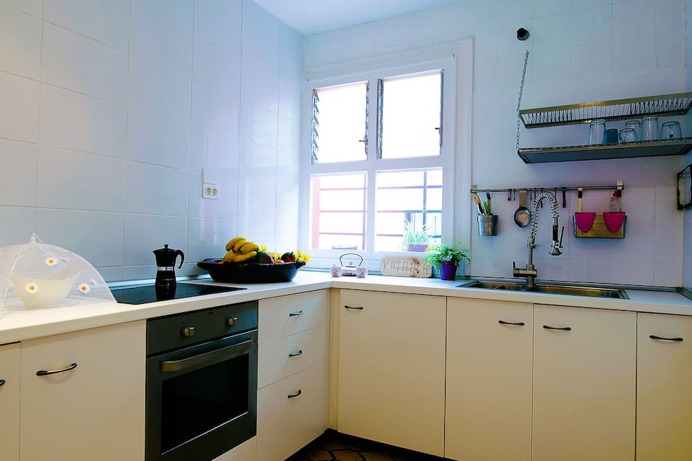 Design Double Room, 1 Queen Bed, Private Bathroom (Pajarito) - Shared kitchen