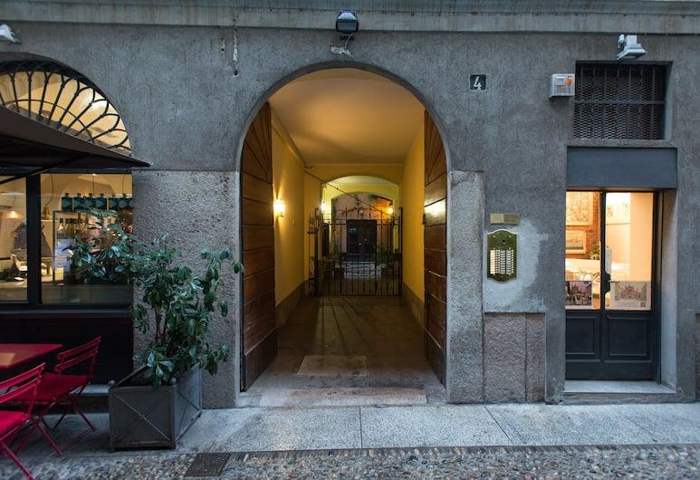 At Home - Brera, Milano, Facciata della struttura