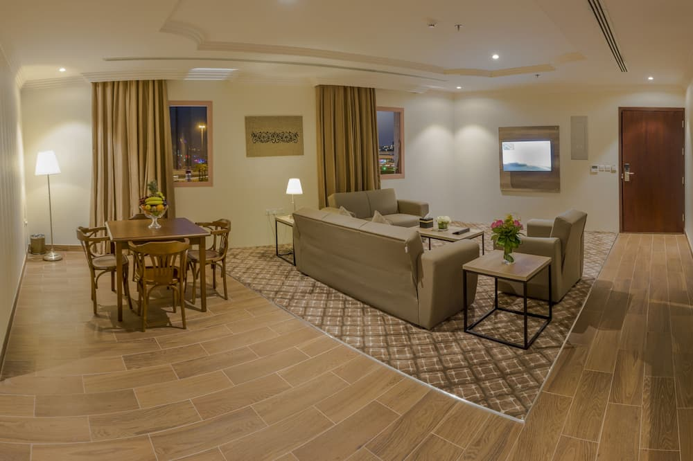 ห้องรอยัลสวีท, 2 ห้องนอน - พื้นที่นั่งเล่น
