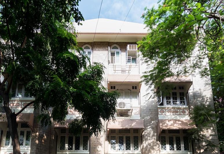 Bentleys Hotel Colaba, Bombay