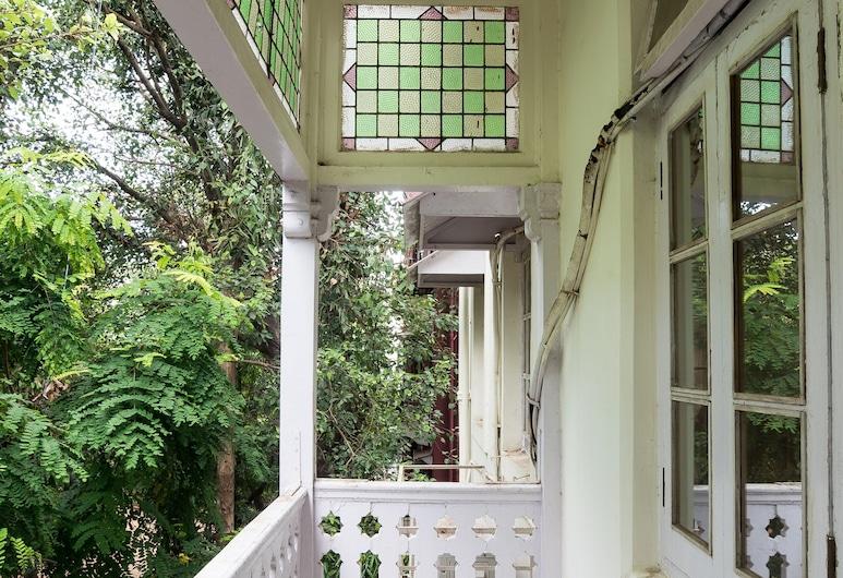 Bentleys Hotel Colaba, Mumbai, Standard Twin Room, 1 Bedroom, Non Smoking, Balcony