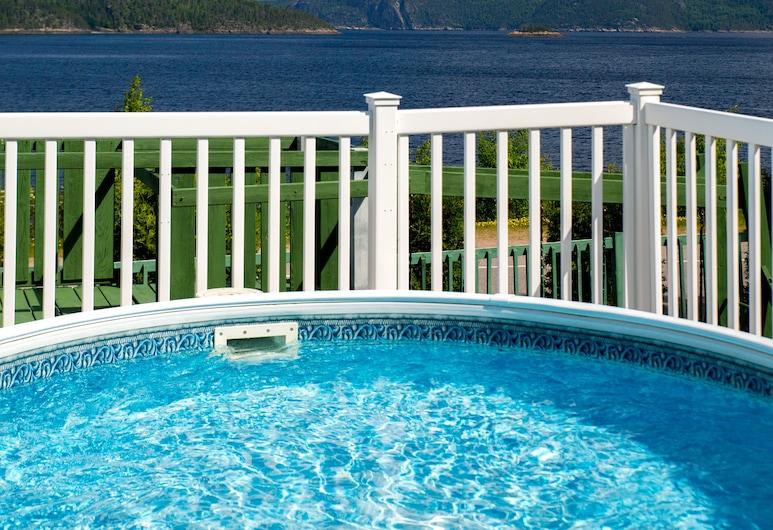 Chalets Sur Le Fjord, L'Anse-Saint-Jean, Outdoor Pool