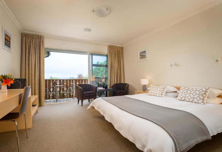 Chalet Eiger Lodge, Taupo, Luxury Suite, 1 King Bed, Private Bathroom, Partial Lake View, Guest Room View