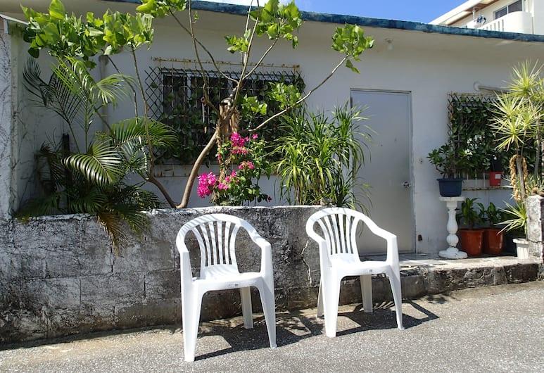 Okinawa Guest House Fushinuyauchi - Hostel, Yomitan, Overnattingsstedets eiendom