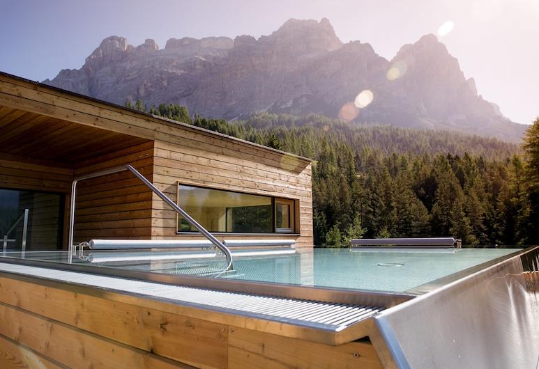 Hotel Gran Paradiso, Badia, Outdoor Spa Tub