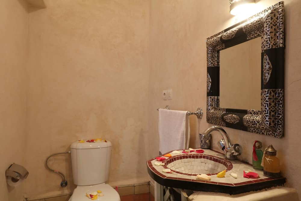 Comfort Quadruple Room, 1 Bedroom - Bathroom