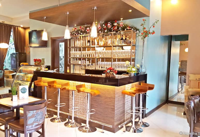 Avitel Hotel, Makati, Bar khách sạn