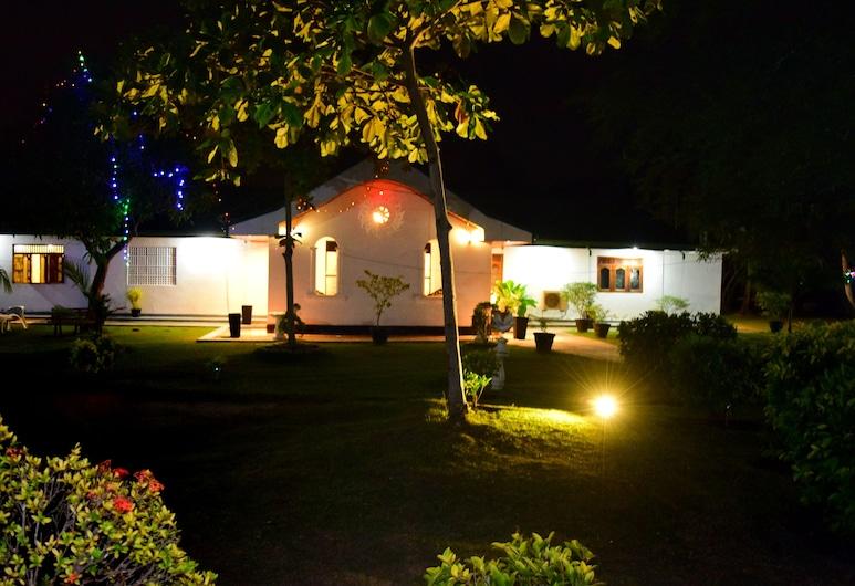 Guruge King's Island Resort, Negombo, Property Grounds