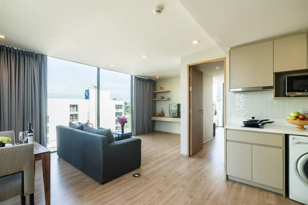One Bedroom Panorama - Living Area