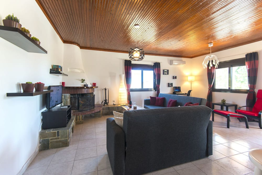 Villa, Multiple Bedrooms (for 9 ) - Living Area