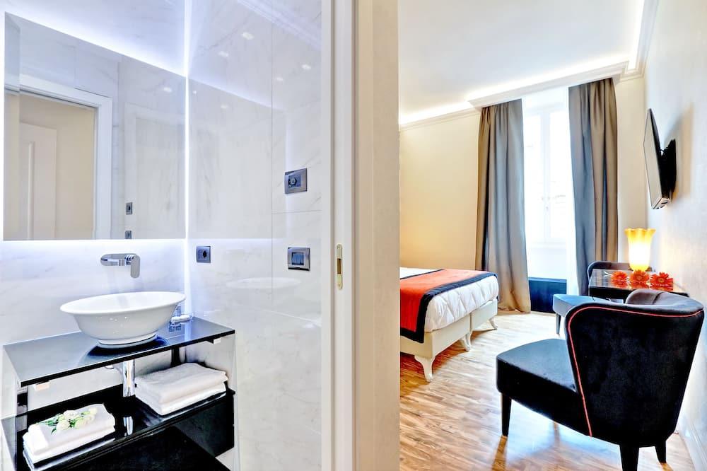 Deluxe Double or Twin Room - Bathroom
