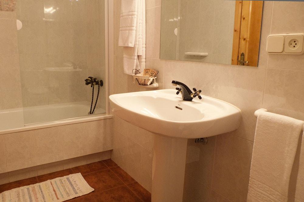 家庭獨棟房屋, 多間臥室, 廚房, 花園 - 浴室