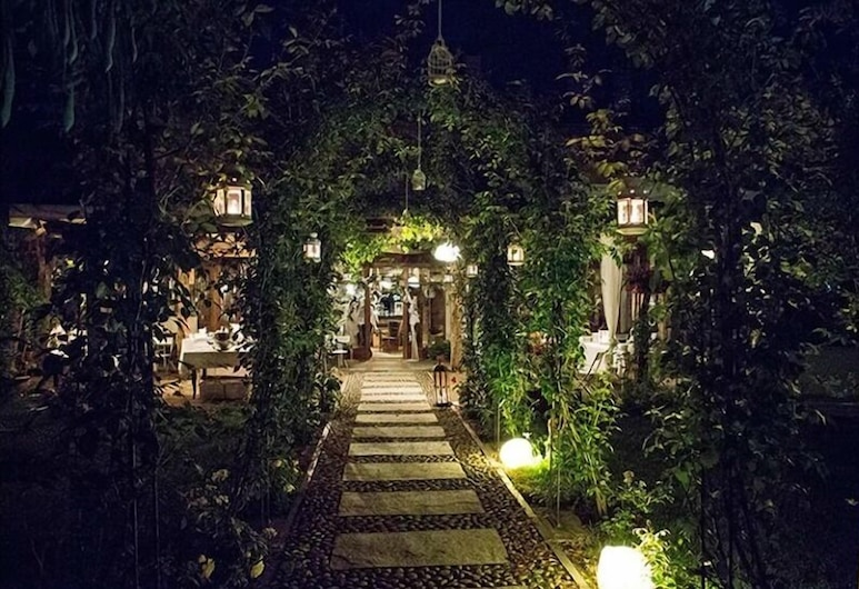 La Vià, Cavour, Jardín