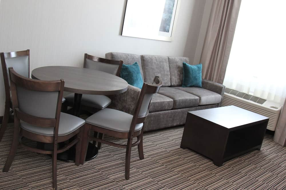 Suite, 2 rooms, 1 king bed, sofabed, full kitchen, non smoking - Living Area