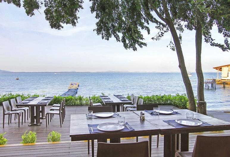 Samed Hideaway Resort, Rayong, Restaurang utomhus