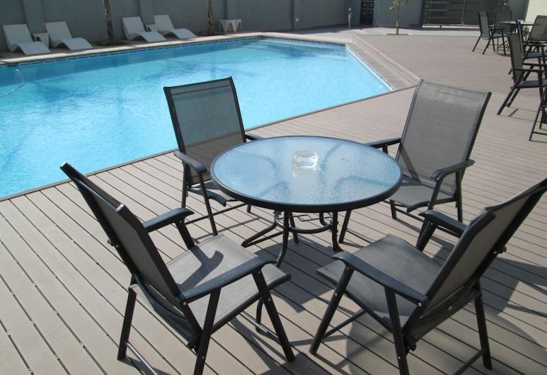 Aquarian Tide Hotel, Gaborone, Piscina al aire libre
