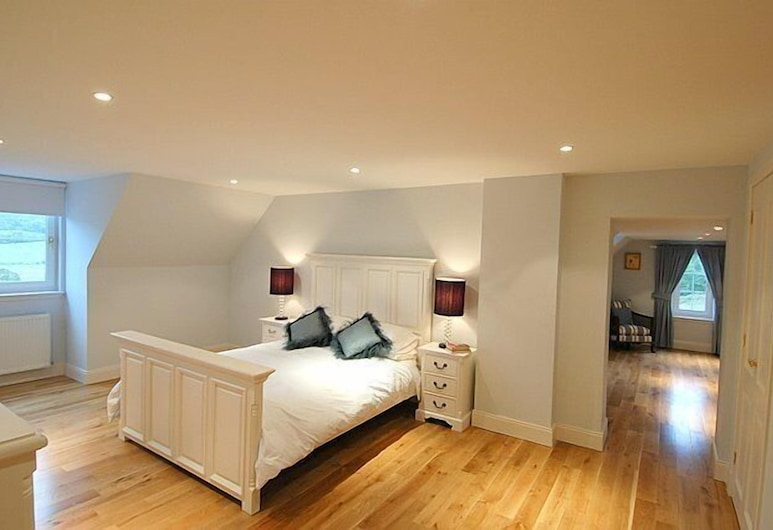 BCC Lochness Cottages, Inverness, Standard House, 5 Bedrooms (3 king + 2 twin), Room