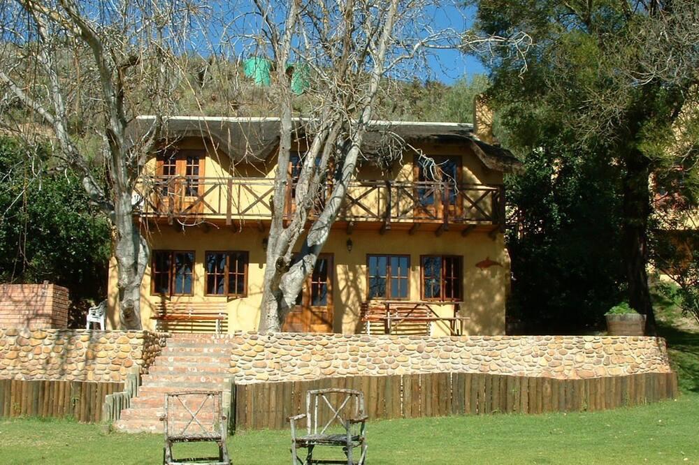 Cob Cottage - Terrace/Patio