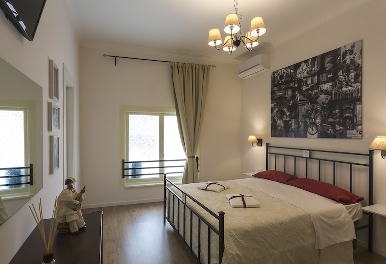 Neapolitantrips Bed and Breakfast, Naples, Triple Room, Guest Room