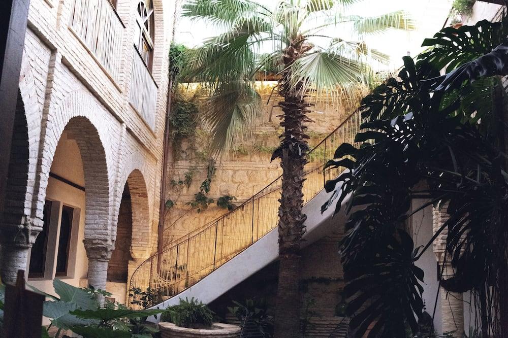 Habitación exclusiva, 1 cama de matrimonio grande, vistas al patio (Petra) - Vistas al patio