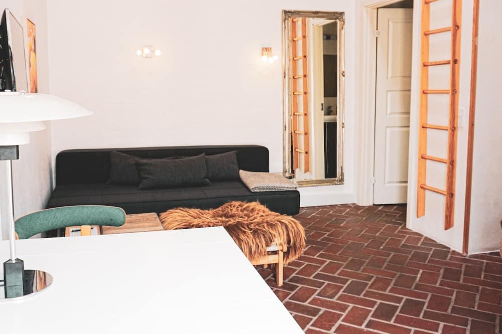 Basic szoba, 1 king (extra méretű) franciaágy és egy kihúzható kanapé - Nappali rész