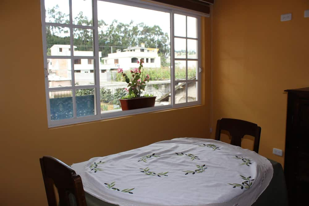 Čtyřlůžkový pokoj, balkon - Obývací prostor