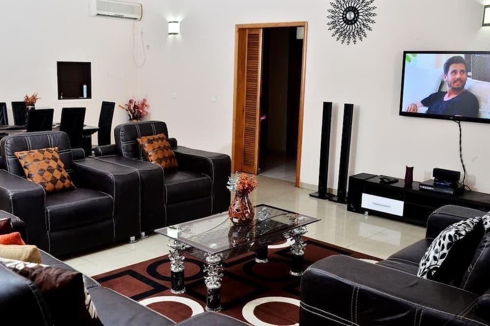 شقة ديلوكس - ٤ غرف نوم - غرفة معيشة