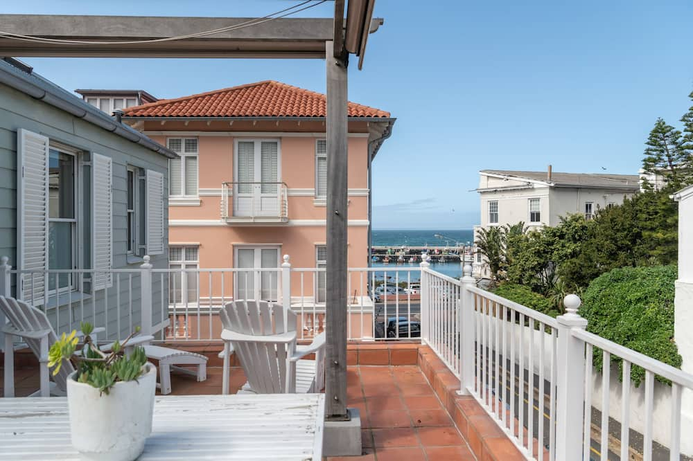 1 Mews at the Majestic Village  - Balcony