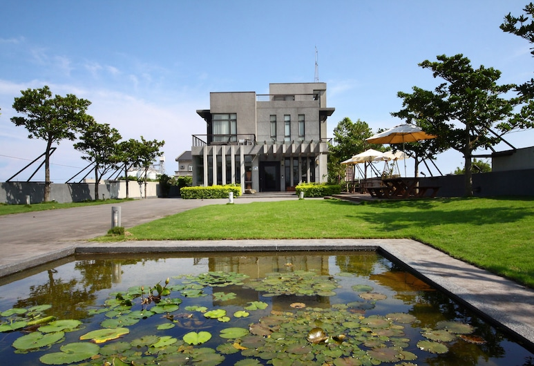 Designer House, Wujie, Property Grounds