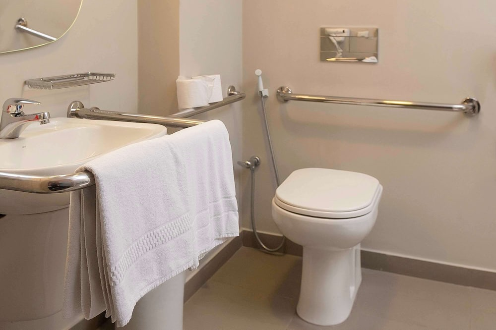 Standard Double Room, 1 Double Bed, Accessible (Adapted) - Bathroom