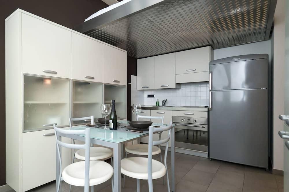 Studio, lantai mezzanine (Via Gian Giacomo Mora, 11/A) - Tempat Makan Di Kamar