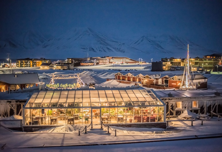 Mary-Ann's Polarrigg, Longyearbyen, Hotel Front – Evening/Night