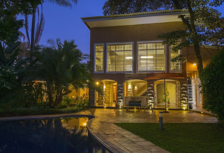 Sandalwood Lodge, Harare, Front of property - evening