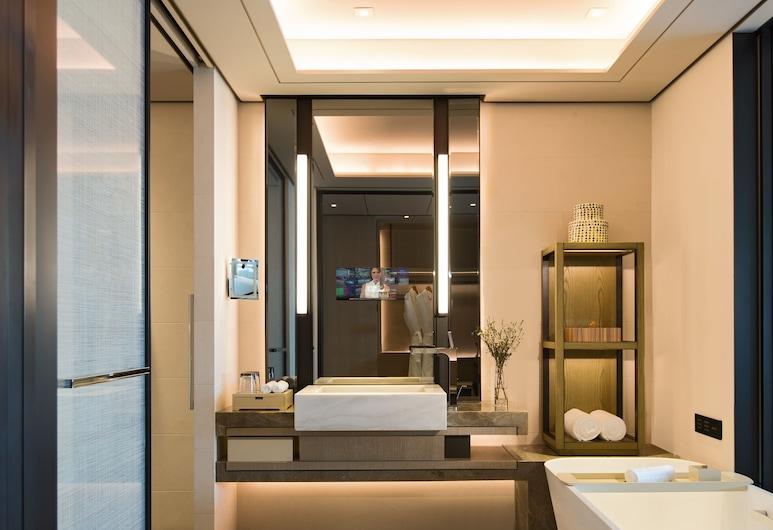 Shenzhen Marriott Hotel Nanshan, Shenzhen, Deluxe Room, 1 King Bed, Non Smoking, City View, Deep Soaking Bathtub