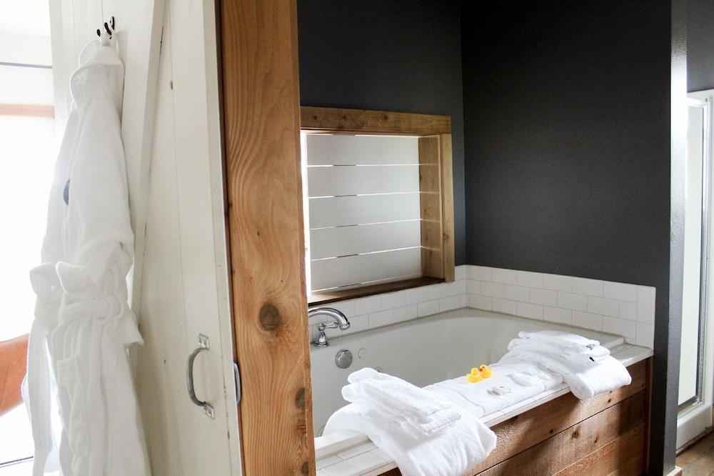 book inn at discovery coast in long beach hotels com