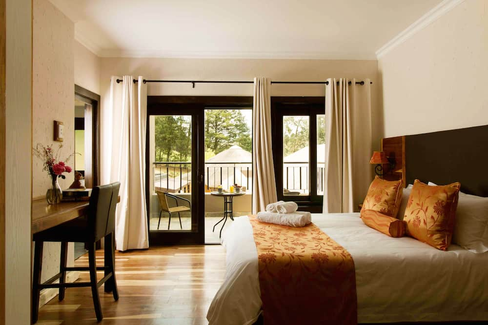 Luxury Double Room, 1 Queen Bed, Bathtub, Mountainside - Guest Room